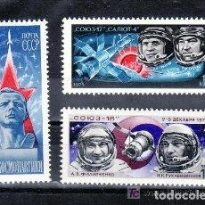 Sellos: RUSIA 1975 IVERT 4130/2 *** DIA DE LA COSMONAUTICA - SOYOUZ 17 Y SALIOUT 4 - CONQUISTA ESPACIO. Lote 161233962