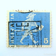 Sellos: SELLO POSTAL SUIZA 1960, 5 CT, MENSAJERO DE FREIBURG SIGLO XVII, USADO. Lote 243001700