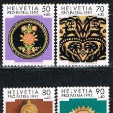 Sellos: SUIZA IVERT 1399/402, POR LA PATRIA, ARTESANIA POPULAR SUIZA, NUEVO, SERIE COMPLETA. Lote 269284233