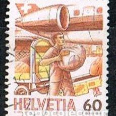 Sellos: SUIZA IVERT 1268, EL TRANSPORTE POSTAL ATRAVÉS DE LOS TIEMPOS, CARGA DEL CORREO EN UN AVIÓN, USADO. Lote 269466888