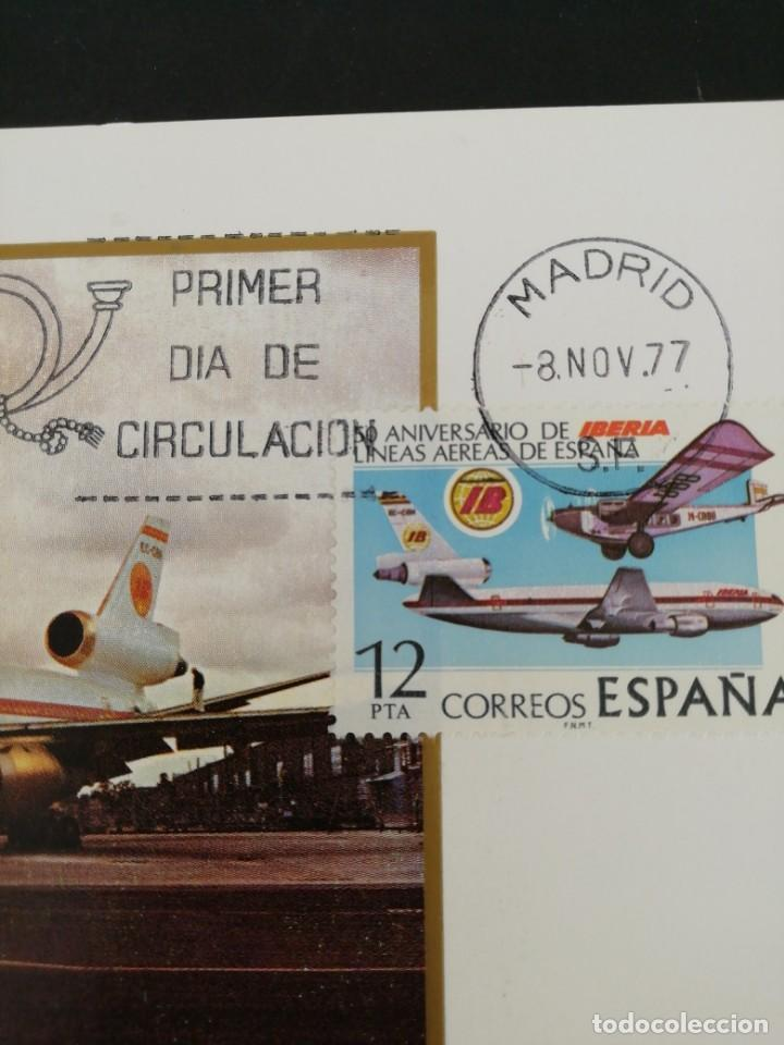 Sellos: Tarjeta con sello, 50 aniversario de líneas aéreas de España. . Primer día de circulación. Año 1977. - Foto 2 - 167017068