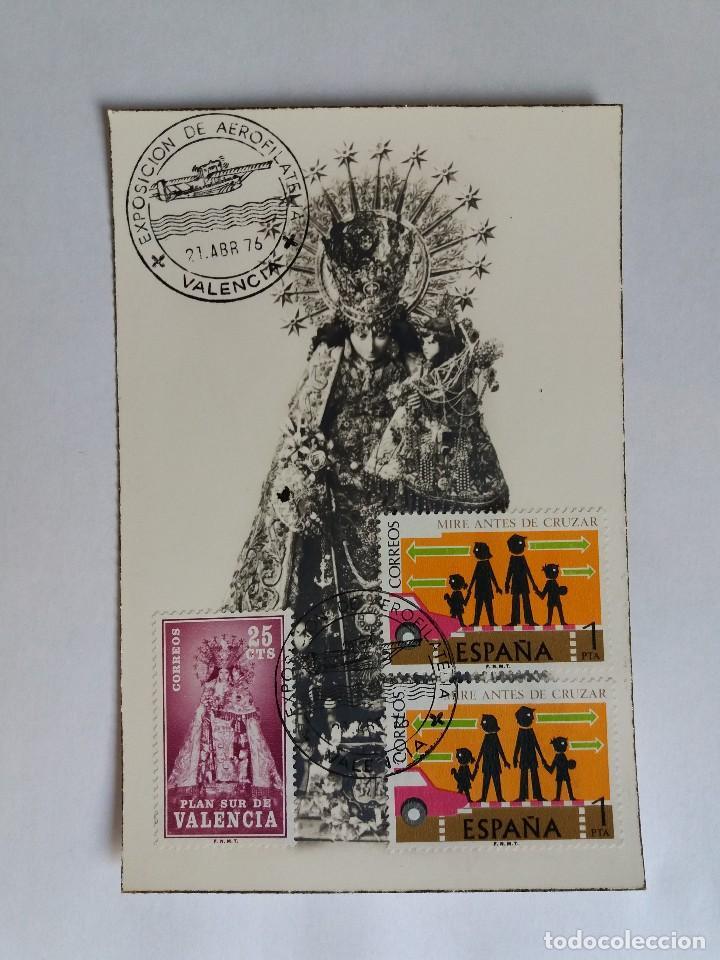 TARJETA CON SELLOS ESPAÑA - 1976 VIRGEN DE LOS DESAMPARADOS - PATRONA DE VALENCIA - AEROFILATELIA (Sellos - España - Tarjetas)