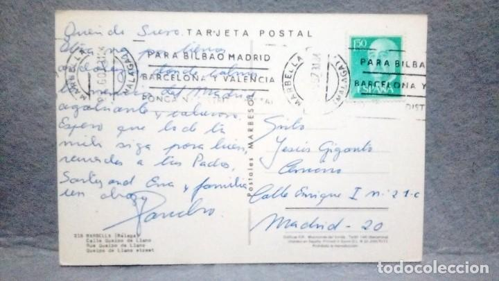 Sellos: Tarjeta postal años 70 *MARBELLA - C/ Queipo de Llano* - Circulada y sellada. - Foto 2 - 160691634