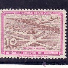 Sellos: URUGUAY A 139 CON CHARNELA, AVION, AEROPUERTO DE CARRASCO, . Lote 23860195