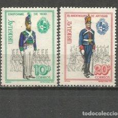 Sellos: URUGUAY YVERT NUM. 838/839 * SERIE COMPLETA CON FIJASELLOS. Lote 133743182