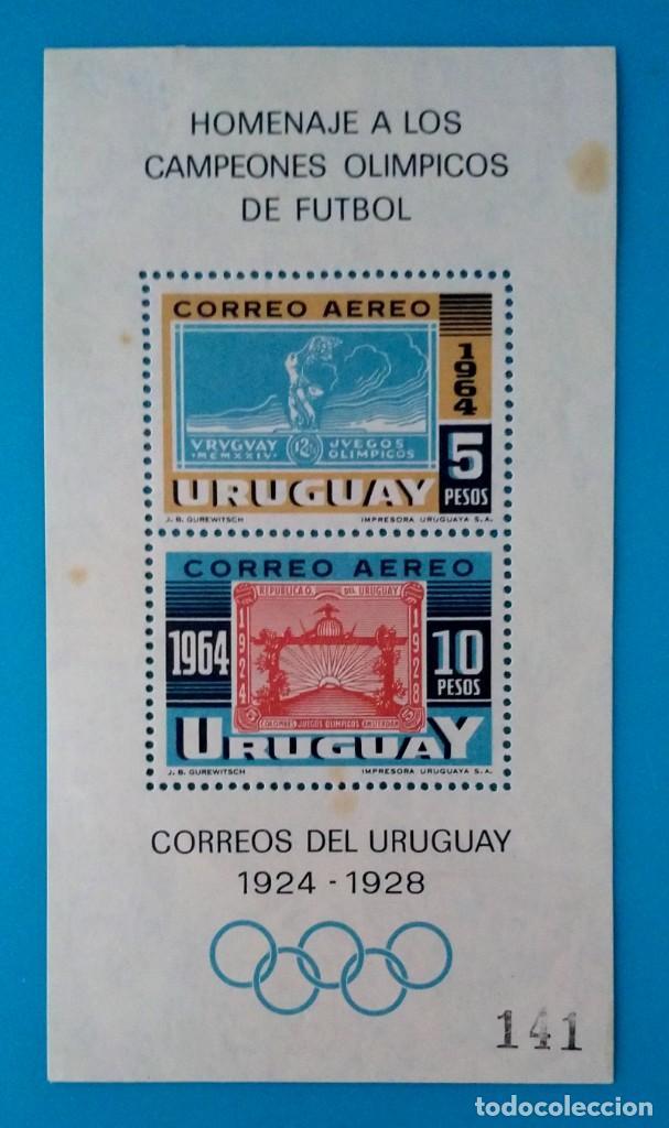 HOJITA SELLOS POSTALES URUGUAY 1965 VICTORIA OLÍMPICA DE LA SELECCIÓN URUGUAYA DE FÚTBOL 1924 Y 1928 (Sellos - Extranjero - América - Uruguay)