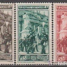 Sellos: VATICANO 1950 IVERT 158/60 *** CENTENARIO DE LA GUARDIA DE HONOR DEL VATICANO. Lote 113836811