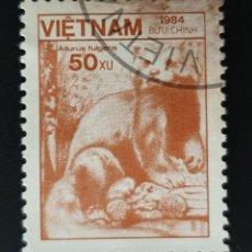 Sellos: VIETNAM - FAUNA Y FLORA - PANDA ROJO - 1984 - 50 XU. Lote 146483046