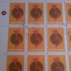 Sellos: 100 SELLOS EN HOJA, VIETNAN, 1976, 5 IU. Lote 177249193