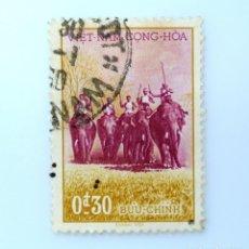 Sellos: SELLO POSTAL VIETNAM DEL SUR 1957, 0,30 Đ, CAZADORES SOBRE ELEFANTES, USADO. Lote 234129275