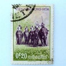 Sellos: SELLO POSTAL VIETNAM DEL SUR 1957, 0,20 Đ, CAZADORES SOBRE ELEFANTES, USADO. Lote 234315945