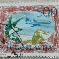 Sellos: 1985. YUGOSLAVIA. A-59. ÁGUILA Y AVIÓN SOBREVOLANDO MONTES BALCÁNICOS. USADO.. Lote 232529740