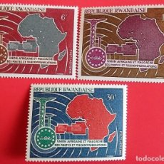 Sellos: RWANDA. A 1/3 UNIÓN AFRICANA Y MADAGACAR DE CORREOS Y TELECOMUNICACIONES. 1967. SELLOS NUEVOS Y NUME. Lote 150714210