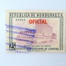 Sellos: ANTIGUO SELLO POSTAL HONDURAS 1956, 25 CENTAVOS, PROYECTO BANCO DE COMERCIO ,OVERPRINTED ROJO, USADO. Lote 226215025