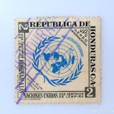 Sellos: ANTIGUO SELLO POSTAL HONDURAS 1953, 2 CENTAVOS DE LEMPIRA, EMBLEMA ONU , USADO. Lote 226419081