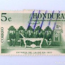 Sellos: ANTIGUO SELLO POSTAL HONDURAS 1961 ,5 CENTAVOS, COMISION DE ARBITRAJE ENTREGANDO SU LAUDO, USADO. Lote 226860355