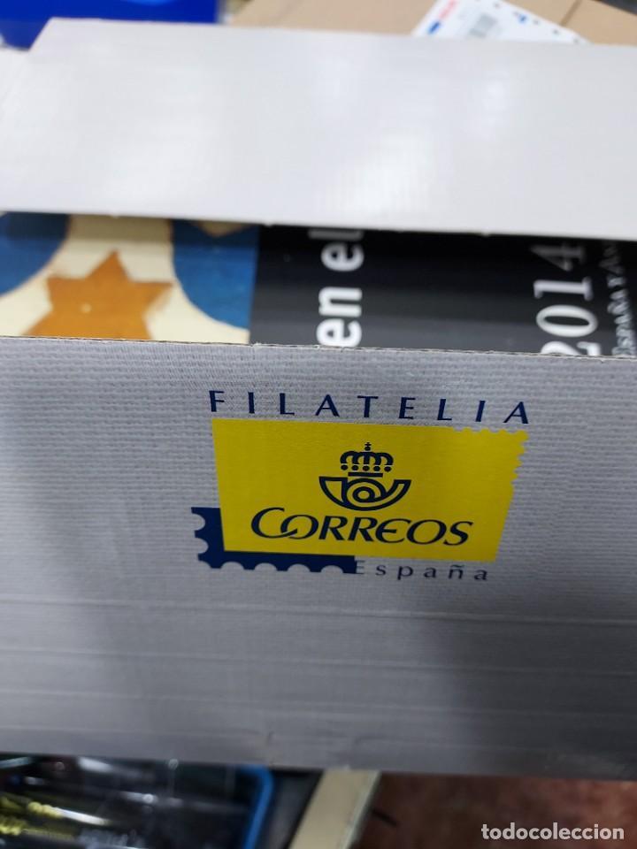 Sellos: Valores en el tiempo año 2014 Libro oficial de correos con la emision de sellos de España impecable - Foto 2 - 271559773