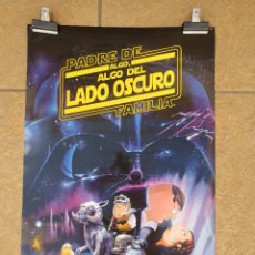 Cine: CARTEL / POSTER - PADRE DE FAMILIA - FAMILY GUY - ALGO, ALGO DEL LADO OSCURO. 68CM X 45CM. Lote 85062940
