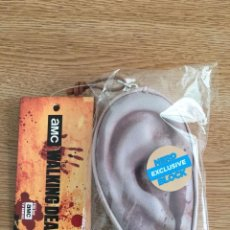 Series de TV: MONEDERO THE WALKING DEAD CON FORMA DE OREJA NUEVO EXCLUSIVE NERD BLOCK. Lote 203988221