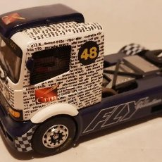 Slot Cars: SCALEXTRIC CAMION MERCEDES BENZ DE FLY COLLECTION GRIN. Lote 289732258