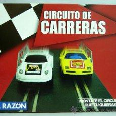 Slot Cars: CAJA CIRCUITO DE CARRERAS PISTA SCALEXTRIC LA RAZÓN NUEVA. Lote 48625924