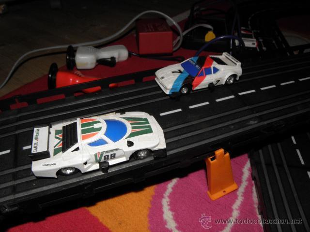 CIRCUITO DE CARRERAS - CON 3 COCHES (Juguetes - Slot Cars - Magic Cars y Otros)