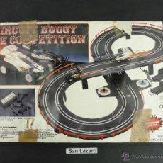 Slot Cars: CIRCUITO BUGGY DE COMPETICION A PILAS NYPCO TOYS LTD COMPLETO DOS COCHES MANDOS INSTRUCCIONES J116*. Lote 54551874