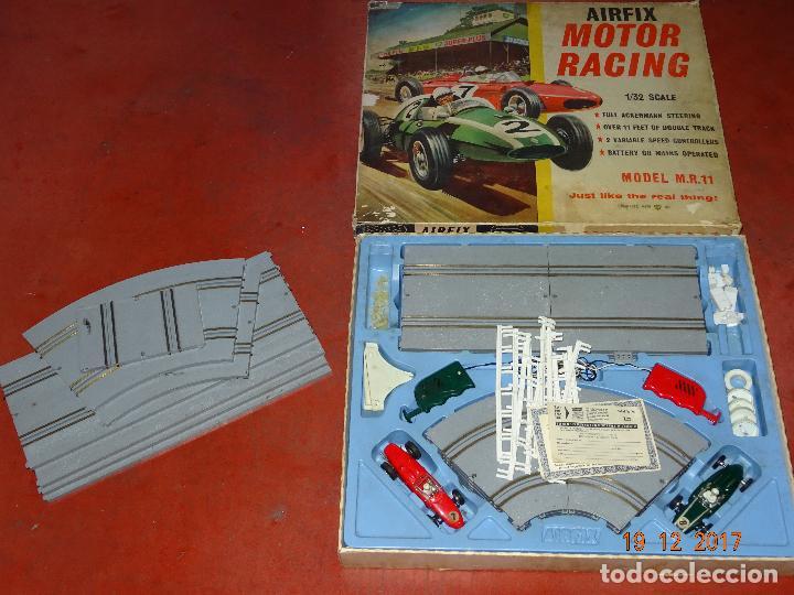Slot Cars: Caja Circuito MOTOR RACING de AIRFIX con COOPER y FERRARI Escala 1/32 Igual a Scalextric - Año 1960s - Foto 5 - 106960487