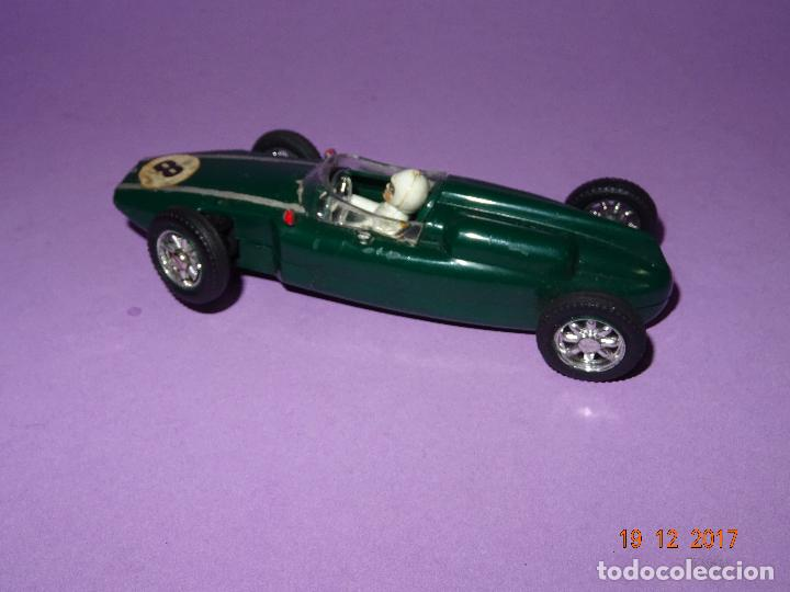Slot Cars: Caja Circuito MOTOR RACING de AIRFIX con COOPER y FERRARI Escala 1/32 Igual a Scalextric - Año 1960s - Foto 16 - 106960487