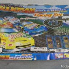 Slot Cars: CHAMPION SPEEDWAY RACING SET. Lote 136536226