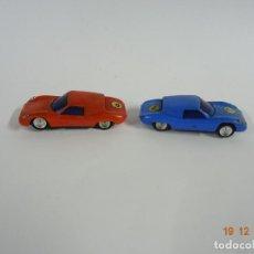 Slot Cars: ANTIGUO CIRCUITO Y COCHES SLOT CON 2 PORSCHE GT LE MANS FABRICADO EN HONG KONG. Lote 149580322