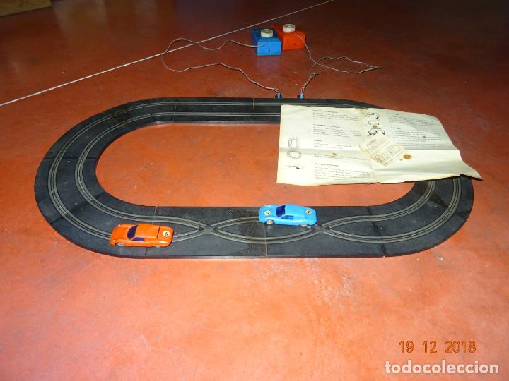 Slot Cars: Antiguo Circuito y Coches Slot con 2 PORSCHE GT LE MANS Fabricado en Hong Kong - Foto 2 - 149580322