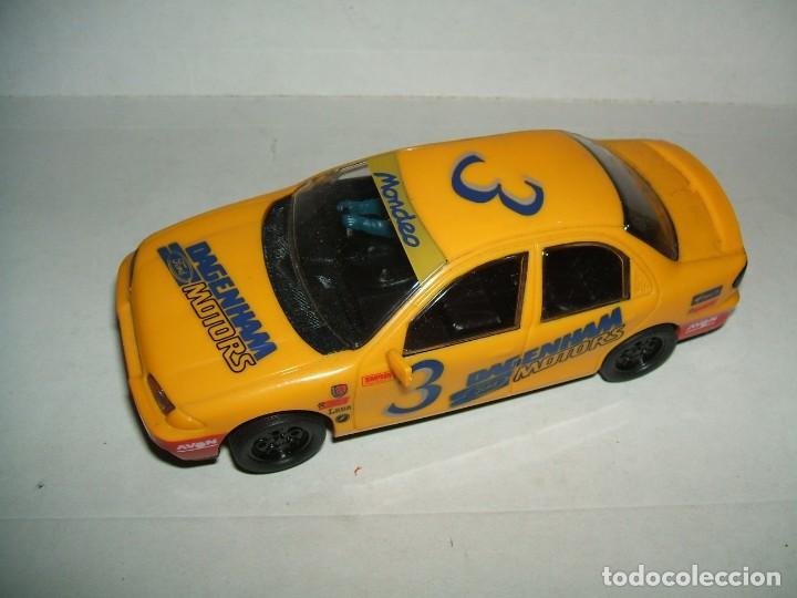 FORD MONDEO CON LUZ DE LA MARCA HORNBY FUNCIONA (Juguetes - Slot Cars - Magic Cars y Otros)