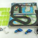Slot Cars: CIRCUITO ELECTRICO MICROMACHINES, MICRO MACHINES. RACING TEAM. MALETÍN. . Lote 165388706