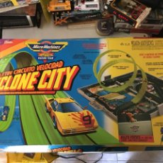 Slot Cars: CIRCUITO SLOT MICRO MACHINES CYCLONE CITY-MUY RARO COMPLETO-UNICO EN TC. Lote 173001477