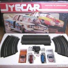 Slot Cars: JYECAR CIRCUITO DE COMPETICIÓN JYESA REF. 2020 COCHES MANDOS TRANSFORMADOR PISTAS COMPLETO. Lote 175974833