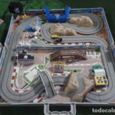 Slot Cars: MICROMACHINES ELECTRICO ( RACING TEAM - 1990 ) SCALEXTRIC MALETIN CON COCHES, MANDOS, CONECTOR , VER. Lote 177328562
