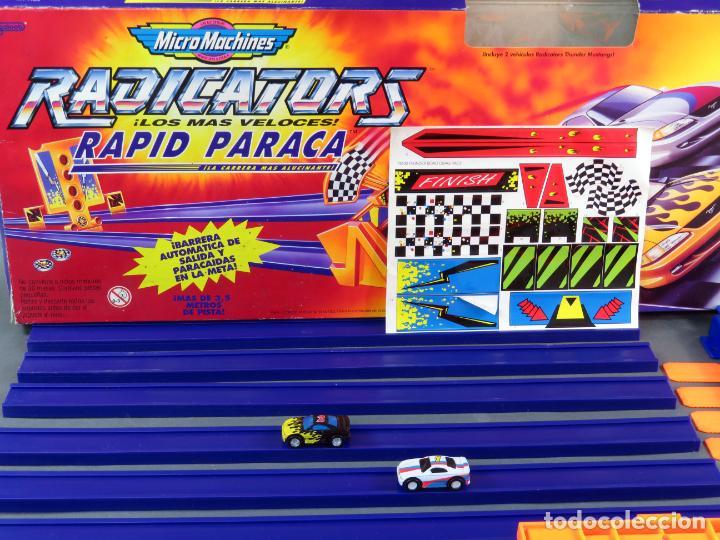 Slot Cars: Micromachines pista Radicators Rapid Paraca caja Ref 74630 con dos coches - Foto 3 - 183915628