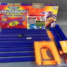 Slot Cars: MICROMACHINES PISTA RADICATORS RAPID PARACA CAJA REF 74630 CON DOS COCHES. Lote 183915628