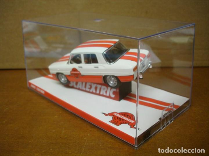 Slot Cars: SCALEXTRIC RENAULT 8 CLUB SCALEXTRIC 2009 NUEVO CON SU CAJA ORIGINAL - Foto 3 - 194236002