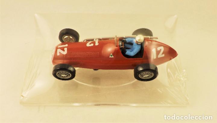 SLOT CARTRIX ALFA ROMEO Nº 12 LUIGI FAGIOLI + PEANA EXPOSITORA (Juguetes - Slot Cars - Magic Cars y Otros)