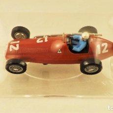 Slot Cars: SLOT CARTRIX ALFA ROMEO Nº 12 LUIGI FAGIOLI + PEANA EXPOSITORA. Lote 198196501
