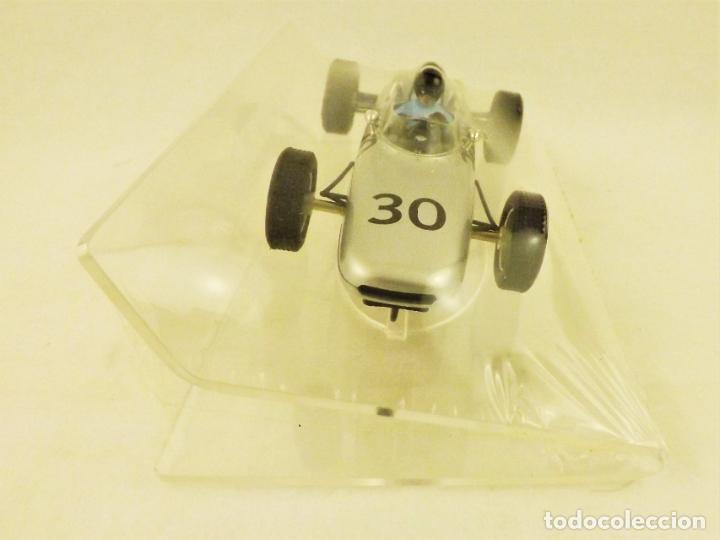 Slot Cars: Slot Cartrix Porsche 804 Dan Gurney nº 30 + Peana expositora - Foto 2 - 198205518