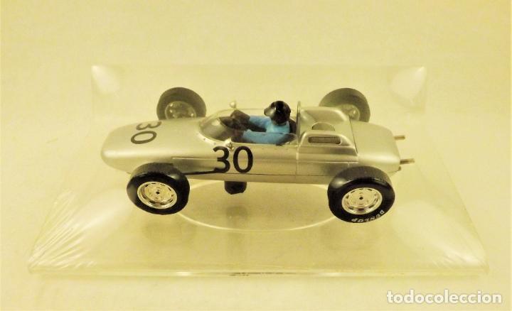 Slot Cars: Slot Cartrix Porsche 804 Dan Gurney nº 30 + Peana expositora - Foto 3 - 198205518