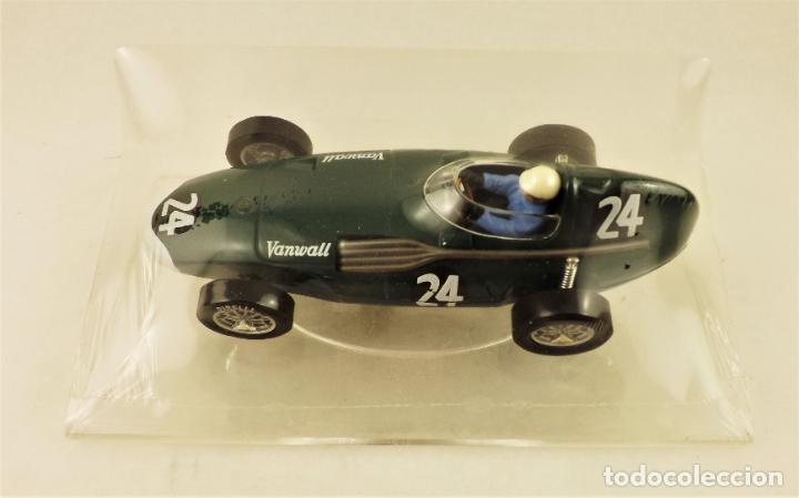SLOT CARTRIX VANWALL HAWTHORN/SHELL + PEANA EXPOSITORA (Juguetes - Slot Cars - Magic Cars y Otros)