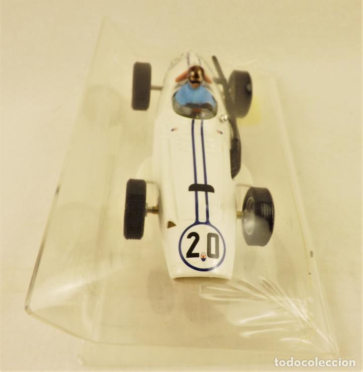 Slot Cars: Slot Cartrix Maserati 250 F nº 20 Bob Drake + Peana expositora - Foto 2 - 198227788