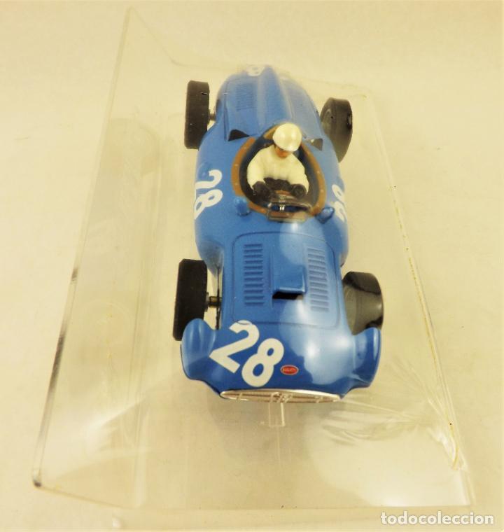 Slot Cars: Slot Cartrix Bugatti Maurice Trintignant nº28 + Peana expositora - Foto 2 - 198228606