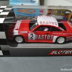 Slot Cars: OPEL MANTA Nº2 BASTOS CON MOTOR PRO EN ANGLEWINDER Y GUIA BASCULANTE DE SLOTER. Lote 218089468
