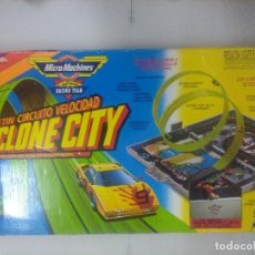 Slot Cars: MALETIN CYCLONE CITY MICRO MACHINES/FAMOSA.. Lote 235126055