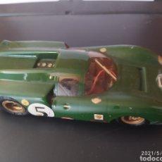 Slot Cars: CURIOSO FERRARI CHASIS ARTESANO COMPATIBLE SCALEXTRIC SCX MODELO A ESCALA CON GUIA BASCULANTE. Lote 260715560